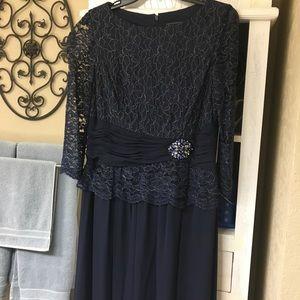 Jessica Howard navy dress.